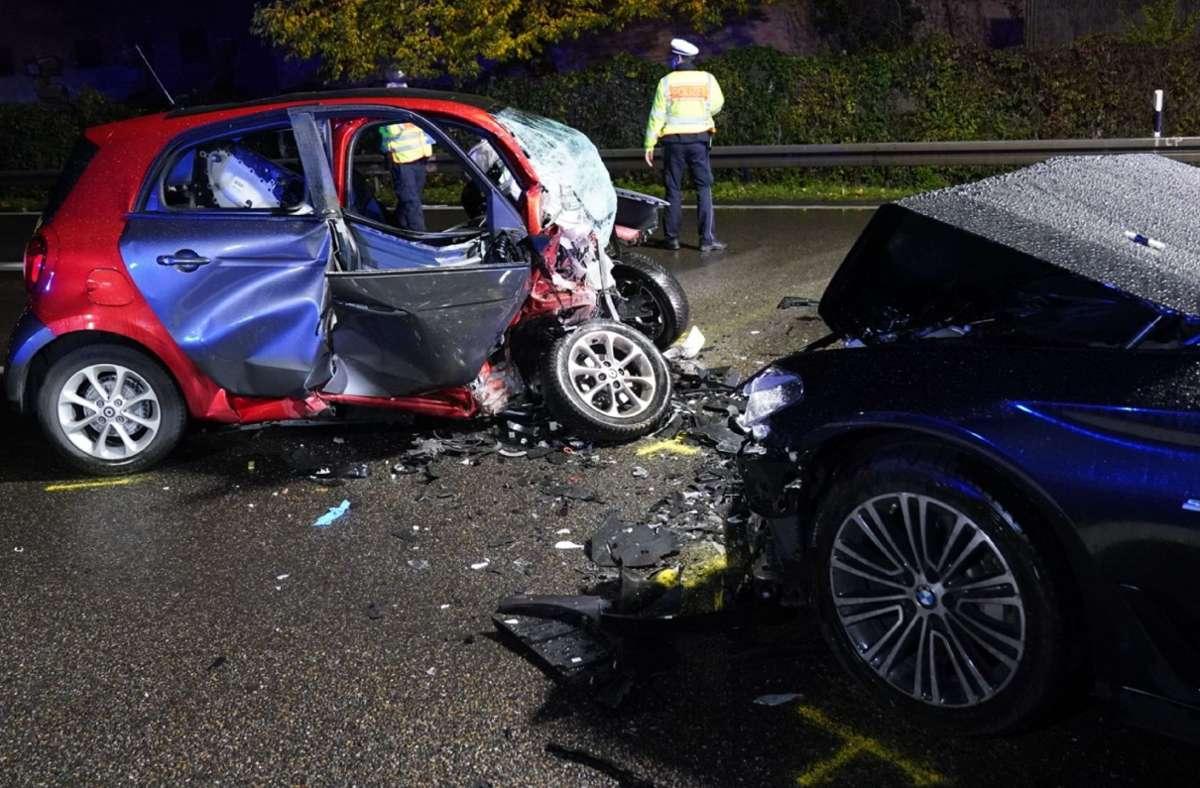 Der 58-jährige Smart-Fahrer wurde lebensgefährlich verletzt. Foto: SDMG//Kohls