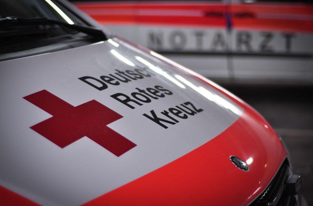 Ein Notarzt versorgte die Schwerverletzte. Foto: StZN