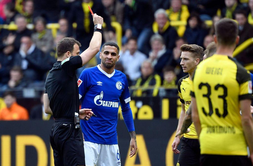 Beim Revierderby auf Schalke sahen die Dortmunder Reus (Foto) und Wolf die Rote Karte Foto: AFP