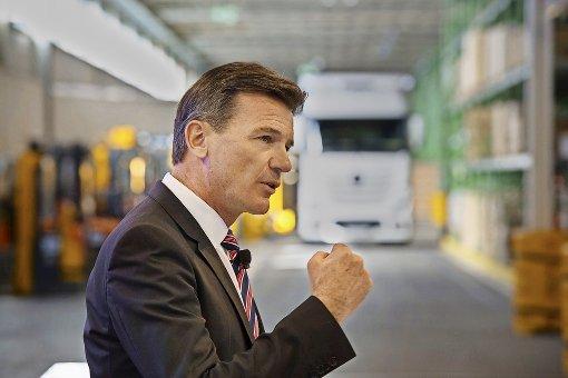 Daimler setzt schwere Lastwagen unter Strom
