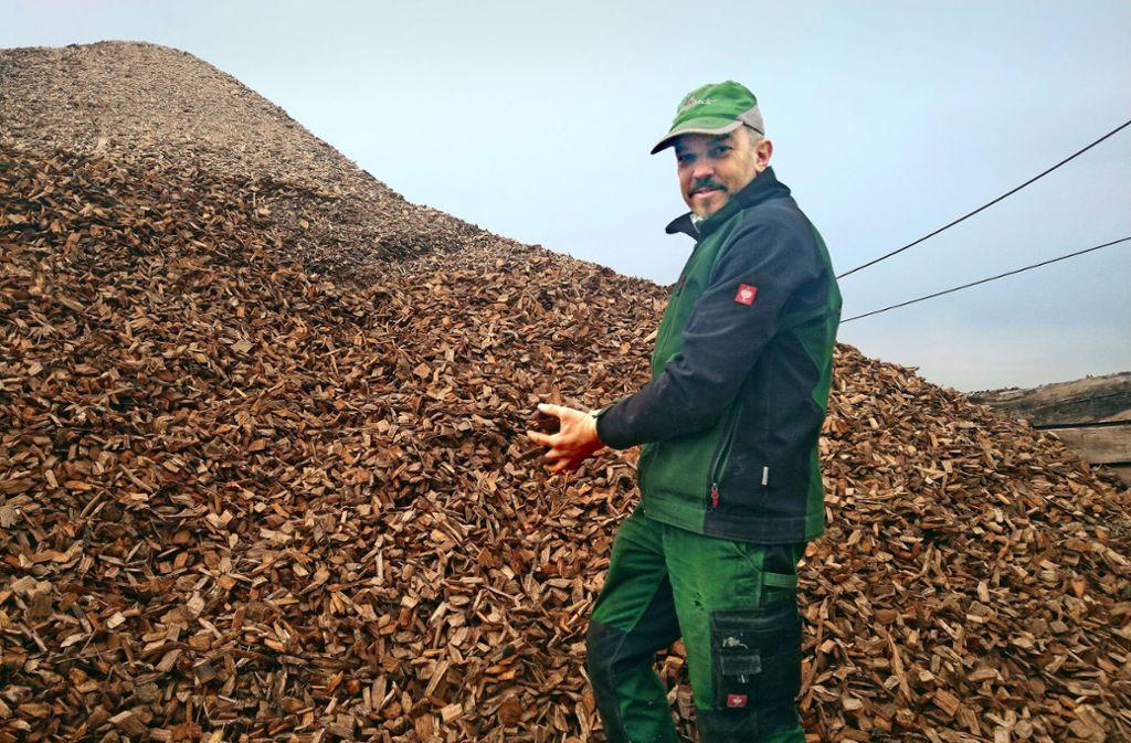 Markus Jetter liefert die Schnitzel für Holzheizungen in der Stadt aus. Foto: Felix Heck