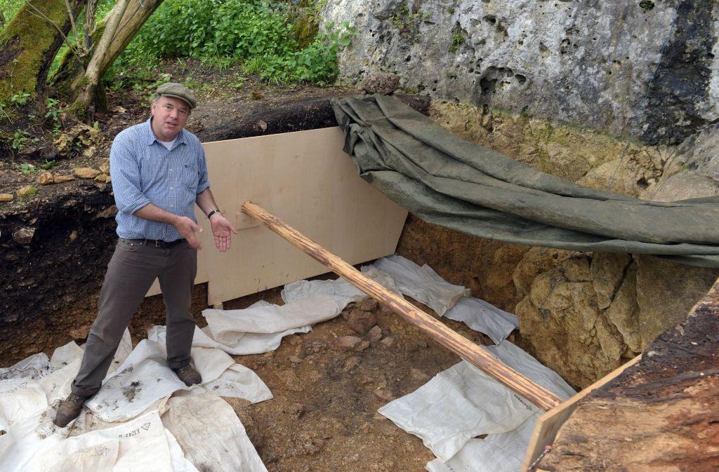 Nicholas Conard bei Ausgrabungen im Lonetal bei Niederstotzingen Foto: dpa