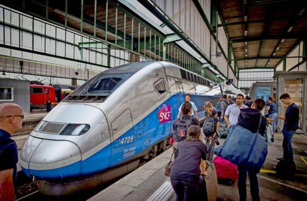 Erfolgsgeschichte auf der Schiene: seit 2007 sind mit dem Schnellzug TGV zehn Millionen Passagiere  nach Paris gereist. In unserer Fotostrecke haben wir Reisende in Stuttgart nach ihrer Meinung zum TGV gefragt. Foto: Achim Zweygarth (3), DFI