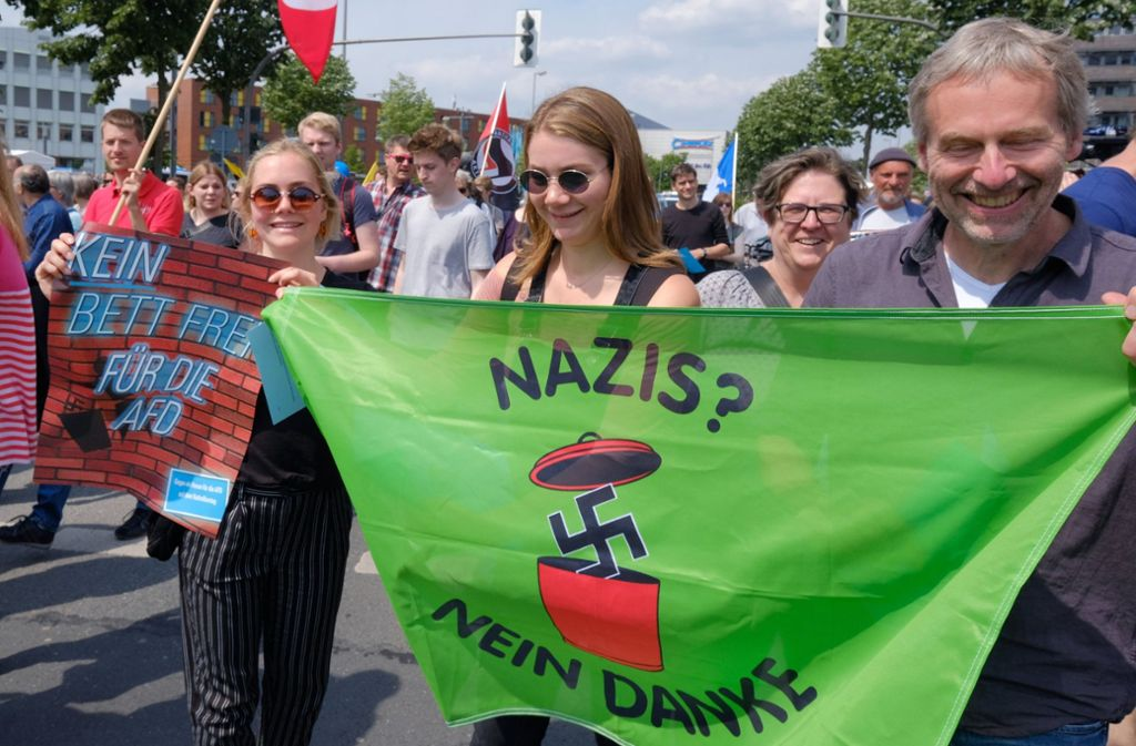 Rund 1000 Demonstranten gingen gegen den Auftritt der AfD auf die Straße Foto: epd