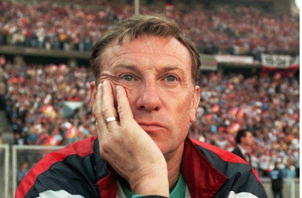 Cottbus-Trainer Eduard Geyer nach dem verlorenen Pokalfinale 1997 gegen den VfB Stuttgart. Foto: dpa