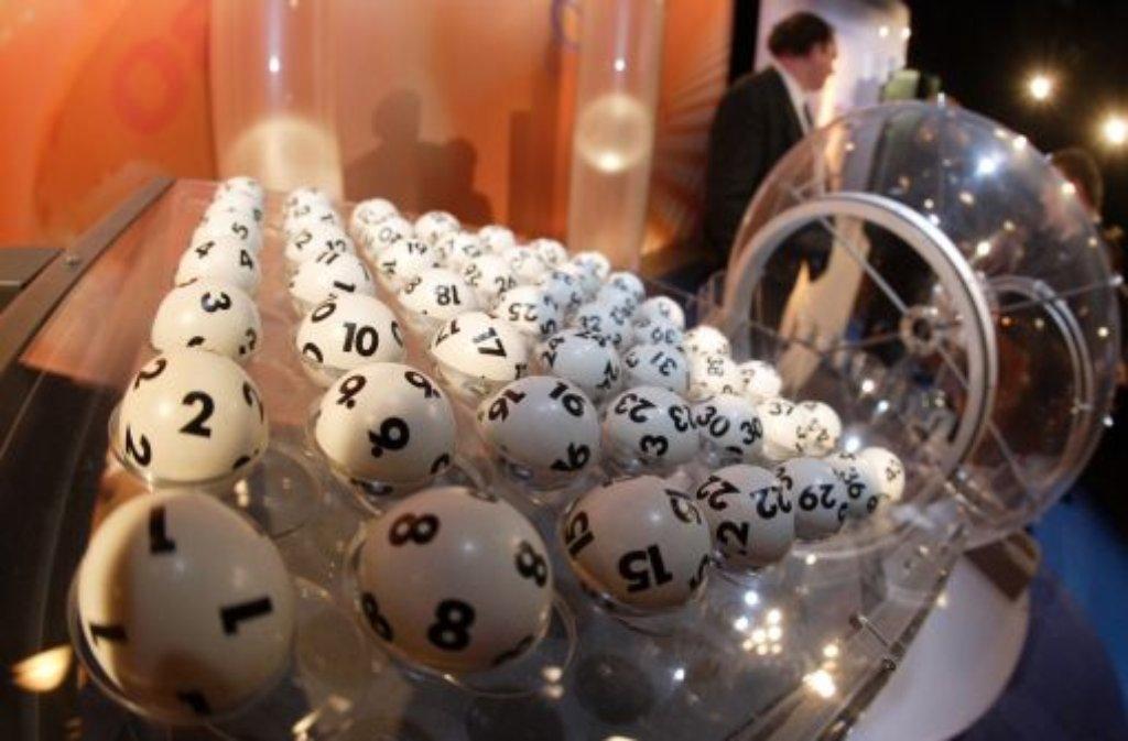 Beim Mittwochslotto fehlen zwei Kugeln - so eine Panne ist in den fast 60 Jahren Lotto-Geschichte noch nie vorgekommen. Foto: dpa