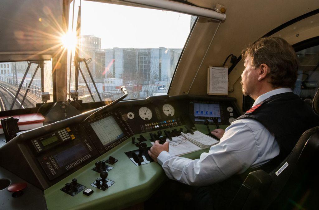 Den Kindheitstraum, Lokführer zu werden, träumen nicht mehr viele. Foto: dpa
