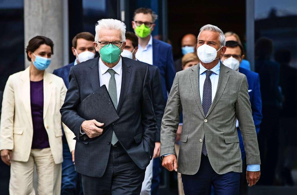Winfried Kretschmanns (links) Grüne wollen wieder mit der CDU – hier im Bild der Landesvorsitzende Thomas Strobl – koalieren. Derzeit laufen die Verhandlungen. Foto: dpa/Christoph Schmidt