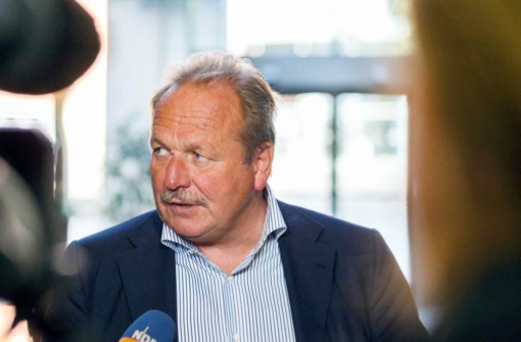 Frank Bsirske droht mit neuen Streiks Foto: dpa