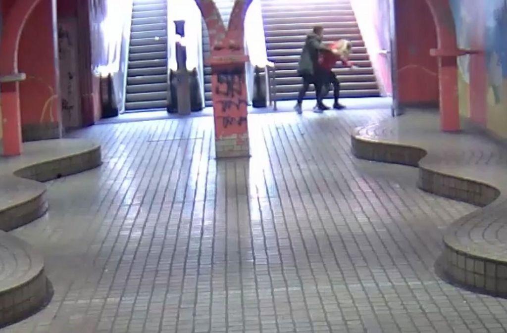 Dank des veröffentlichten Videos der Tat konnte die Polizei Essen einen der beiden Täter festnehmen. Foto: Polizei Essen