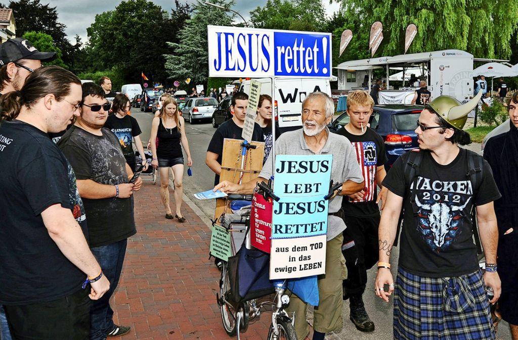 """Religionswerbung auf einem Rockfestival. """"Missionierung ist eine Einladung zu Glaubenswechslen und ist als solche Teil der Religionsfreihet"""", sagt Heiner Bielefeldt. Foto: dpa"""
