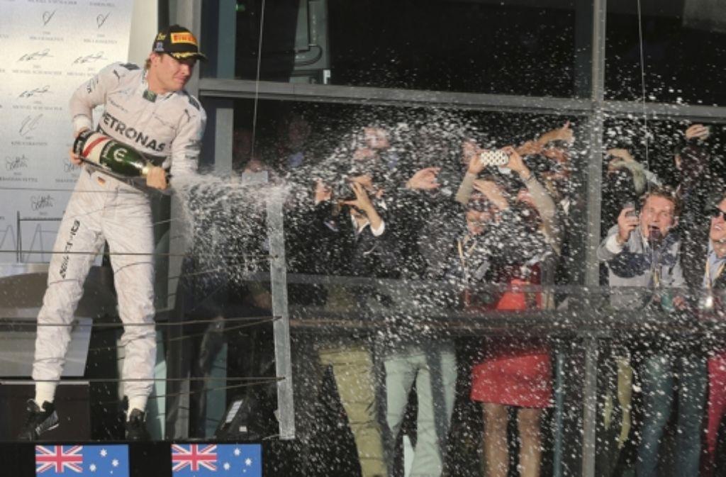 Nico Rosberg gewinnt den Saisonauftakt in Melbourne und feiert das auch. Foto: AP