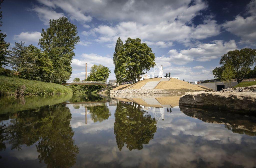 Just drei Tage vor Start eingeweiht:Das Freizeitareal Birkelspitze mit Kaminhaus und Holzbrücke in Weinstadt. Foto: © C)