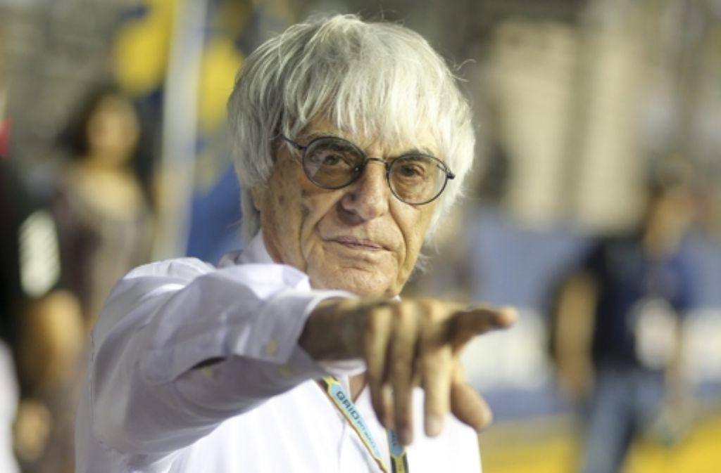 Wenn es nach Bernie Ecclestone geht, fahren in der Formel 1 künftig drei Autos pro Team. Foto: dpa