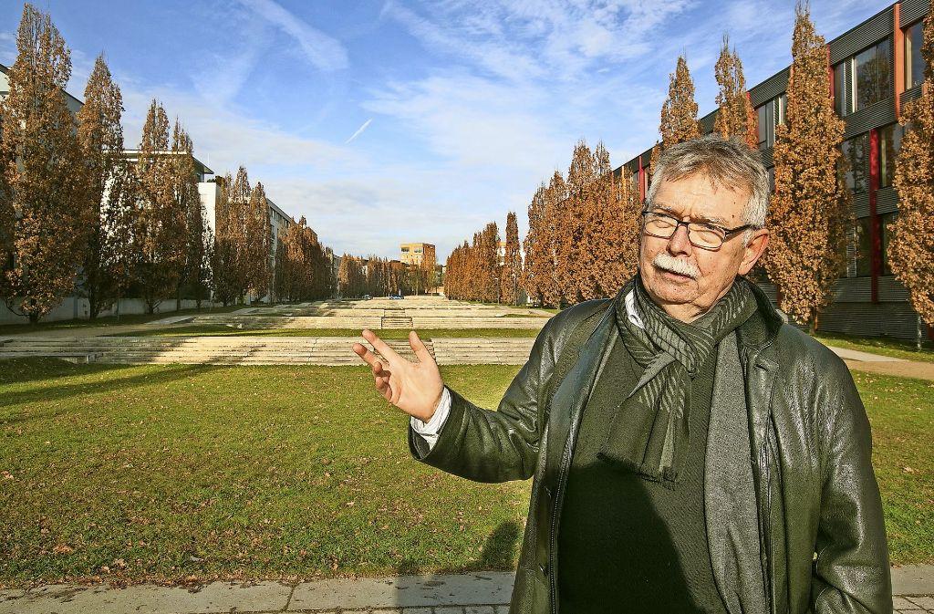 Der Architekt und Städteplaner Franz Pesch ist von der Landschaftstreppe und den Punkthäusern begeistert. Foto: Horst Rudel