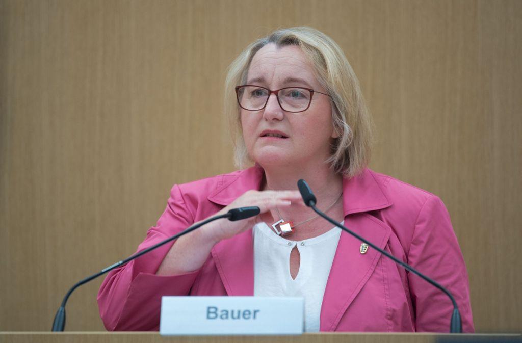 Ministerin Bauer vor dem U-Ausschuss – ihre Beamten will sie nur eingeschränkt aussagen lassen. Foto: dpa