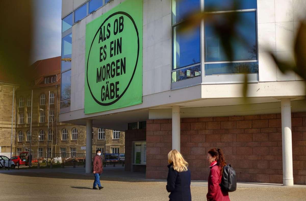 Schauspielhaus Stuttgart mit Jahresmotto Foto: Lichtgut/Max Kovalenko