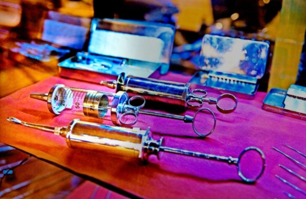 Alte ärztliche Instrumente aller Art gibt es in der Zehnscheuer zu sehen. Foto: Horst Rudel