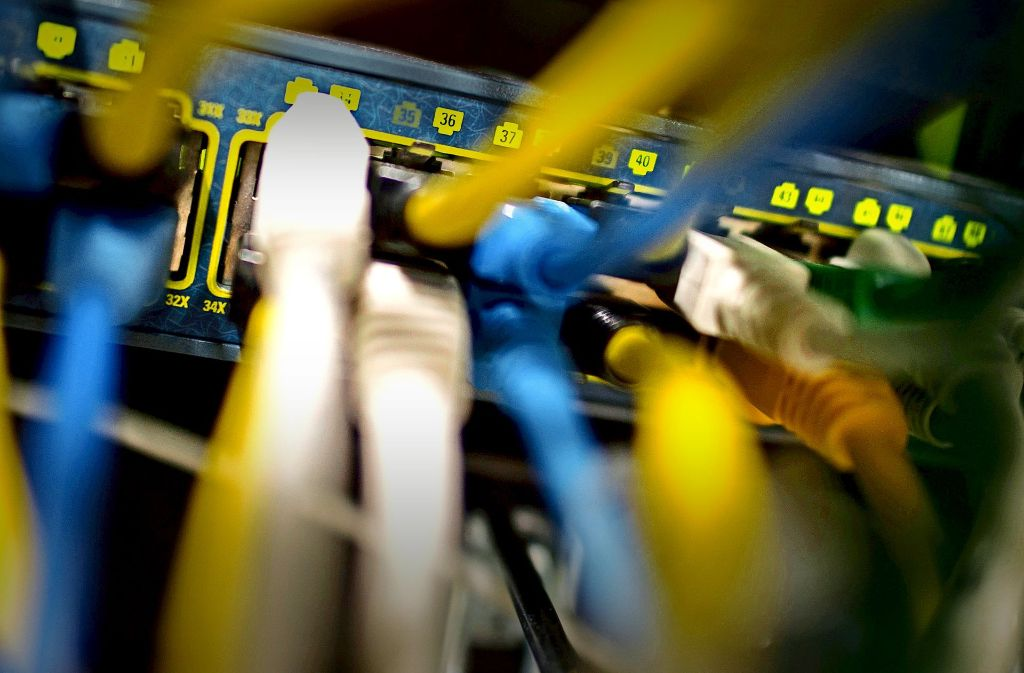 Durch die  europaweite Datenschutz-Grundverordnung muss jedes Unternehmen seinen Umgang mit Kunden- und Mitarbeiterinformationen eingehend prüfen. Foto: dpa