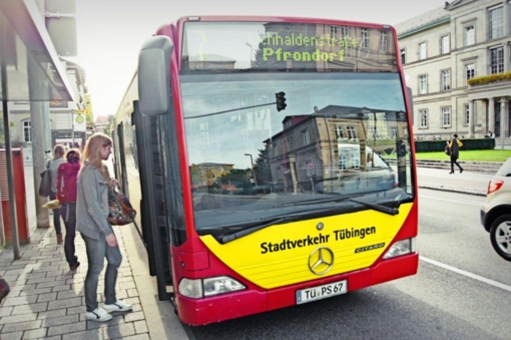 Bisher kostet der Einzelfahrschein 2,30 Euro. Nutzen mehr Tübinger  die Busse, wenn sie kostenlos fahren dürfen? Foto: Stadtverkehr Tübingen