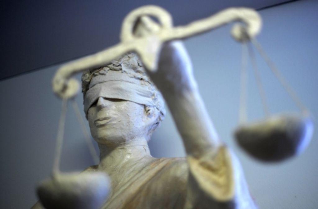Zehn Angeklagte müssen sich verantworten, gegen fünf von ihnen ist das Verfahren am Dienstag bereits abgeschlossen worden. Foto: dpa