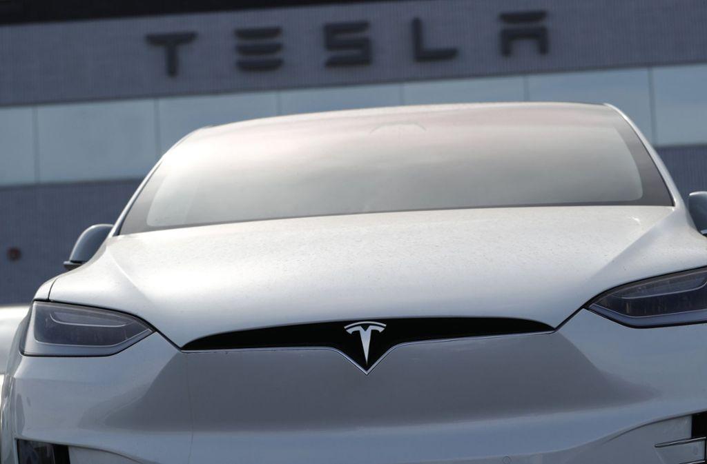 Ein Baden-Württemberger ist in der Schweiz in einem Wagen des Herstellers Tesla tödlich verunglückt (Symbolfoto.) Foto: AP