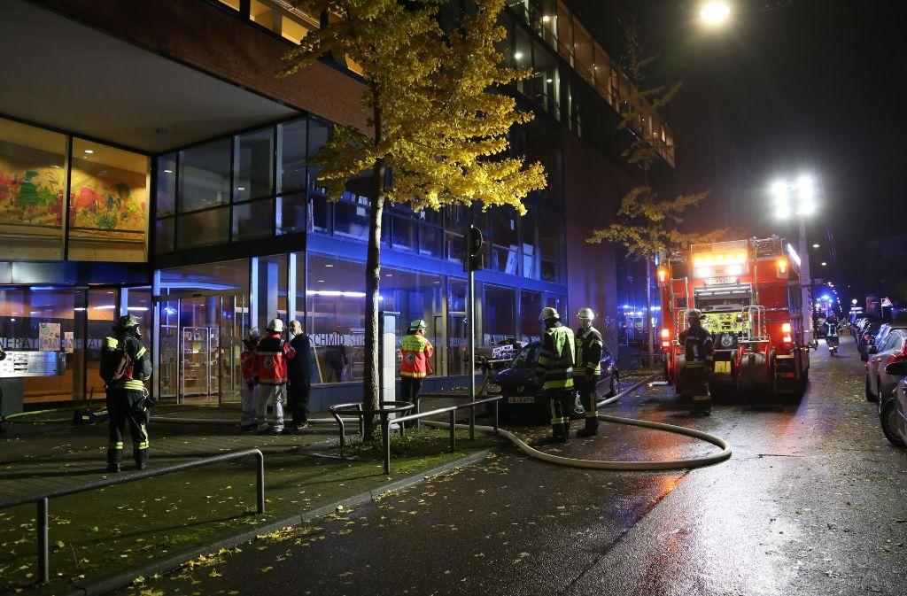 Die Feuerwehr rückte zu einem Brand am Sonntagabend im Stuttgarter Westen an. Foto: 7aktuell.de/Sven Adomat