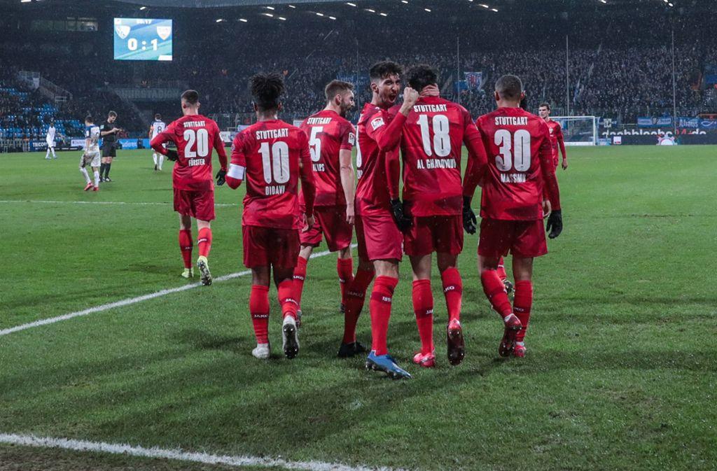 Die VfB-Spieler jubeln über den wichtigen 1:0-Siegtreffer von Joker Al Ghaddioui . Foto: imago images/RHR-Foto