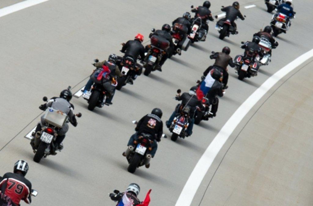 Die russischen Motorrad-Rocker Nachtwölfe sind am Donnerstag in Sachsen angekommen. Foto: dpa-Zentralbild