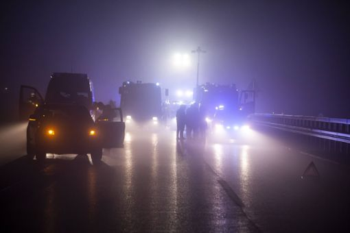 Zwei Tote und 19 Verletzte bei Karambolage im Nebel