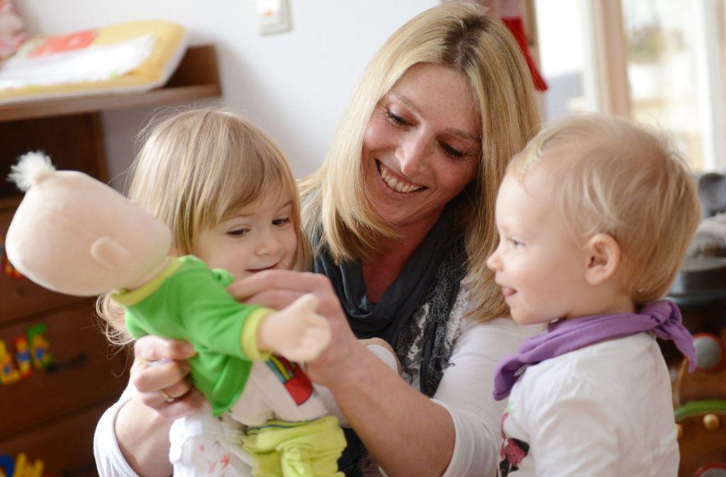Eltern von Kleinkindern  wählen oftmals eine Tagesmutter zur Betreuung. Foto: dpa