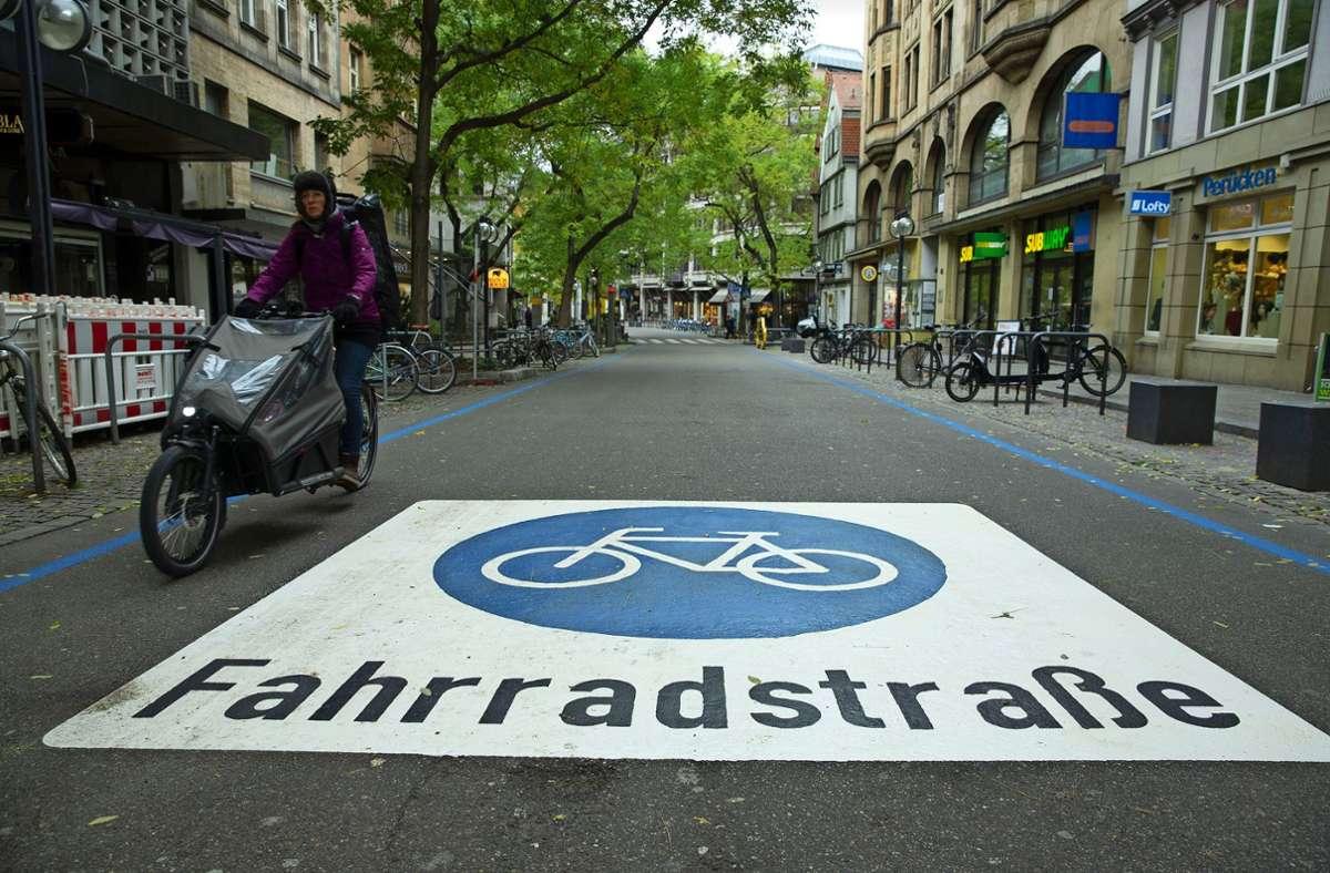 In der Eberhardstraße wurde die  Fahrradstraße 2019 angelegt. Foto: Lichtgut/Leif Piechowski