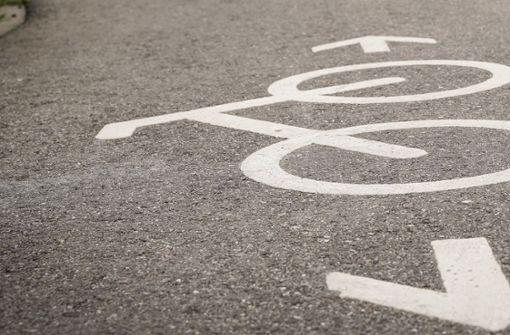 Seil über Radweg gespannt - Mann verletzt
