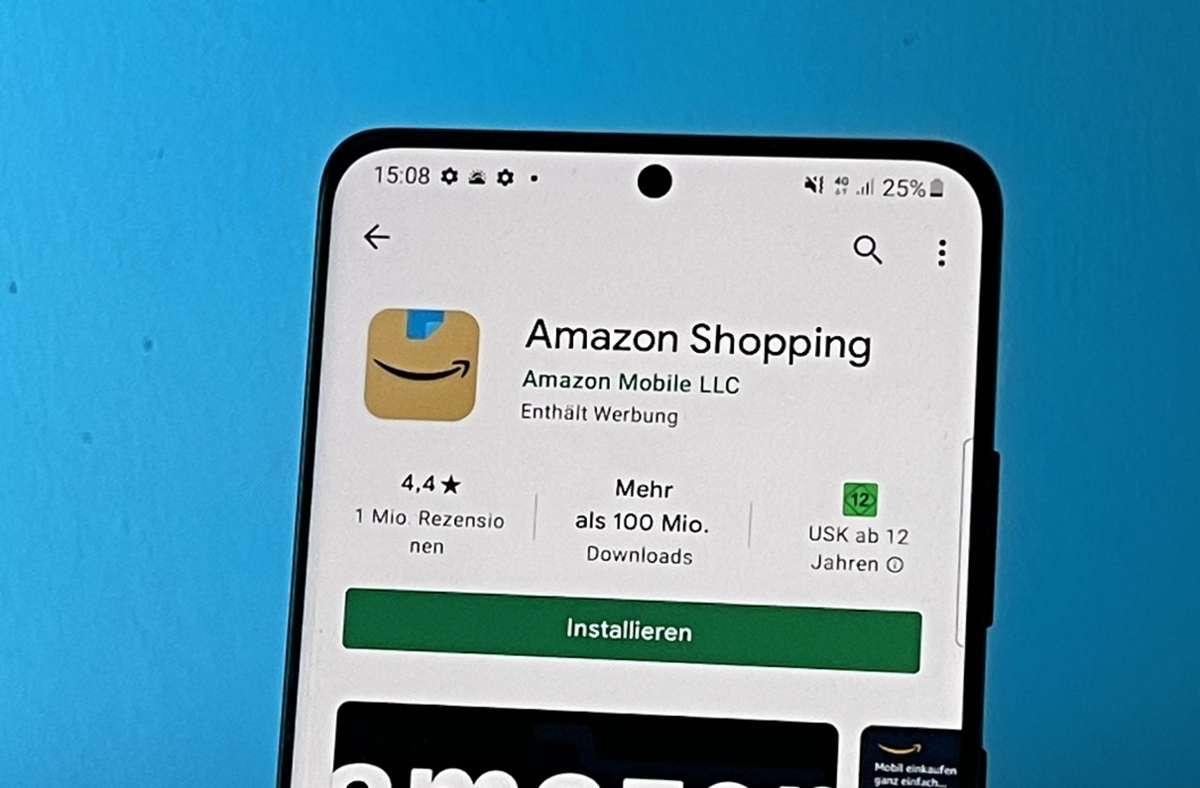 Beim alten Amazon-App-Logo fühlten sich manche an Adolf Hitler erinnert. In der veränderten Variante  wurde eine Ecke des Klebeband-Streifens umgeknickt und die zuvor gezackte untere Abrisskante gerade gemacht. Foto: dpa/Christoph Dernbach