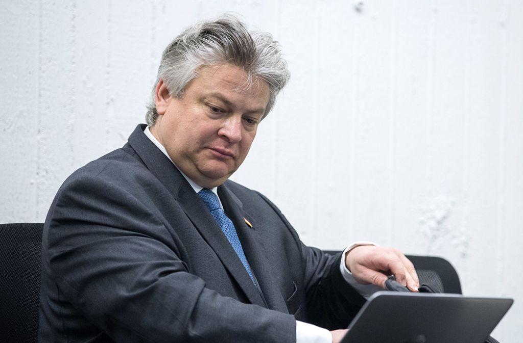 Der AfD-Bundestagsabgeordnete Thomas Seitz wehrt sich in Stuttgart gegen die beantragte Aberkennung seines Beamtenstatus'. Sein Amt als Staatsanwalt ruht derzeit. Foto: dpa