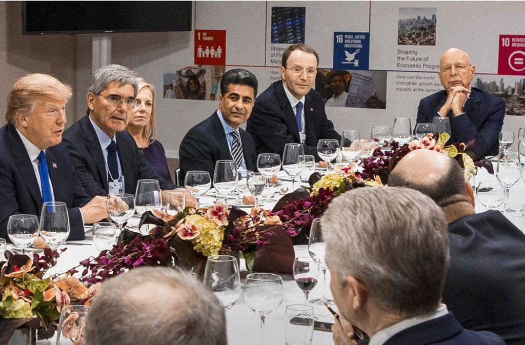 Dinner-Tafel mit Donald Trump,  Klaus Schwab und Europas Wirtschaftselite beim Weltwirtschaftsforum in Davos 2018 Foto: World Economic Forum//Benedikt von Loebell