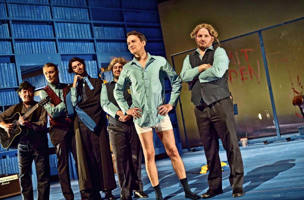 Szene  mit Marcus Michalski (zweiter von rechts) als Hölderlin Foto: /Patrick  Pfeiffer