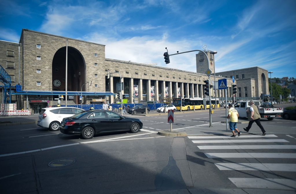 Am Bahnhof Stuttgart soll ein Mann von einem Unbekannten mehrmals ins Gesicht geschlagen worden sein. (Symbolbild) Foto: Lichtgut/Max Kovalenko
