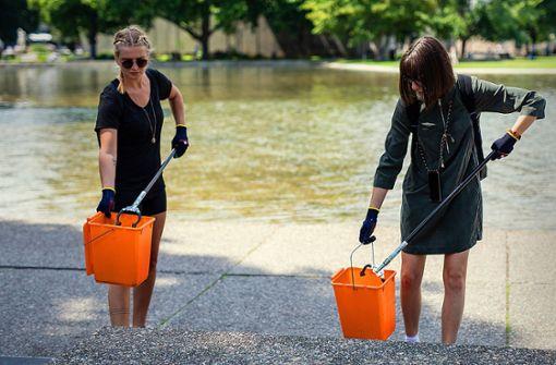 Freiwillige putzen am Sonntag  am Eckensee