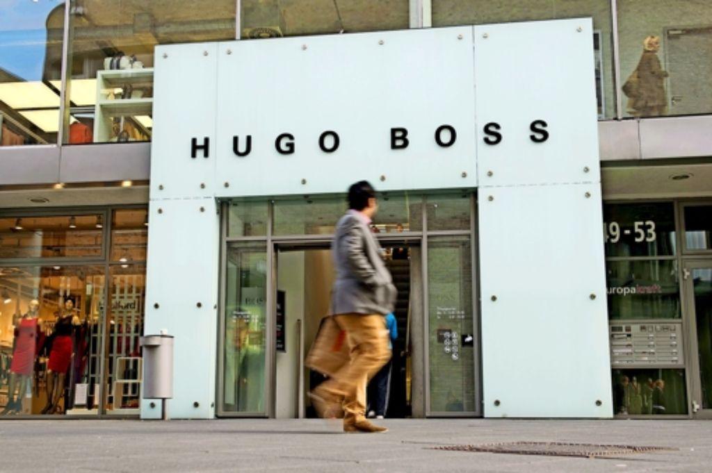 Die Zahlen von Hugo Boss stimmen, auch weil der eigene Einzelhandel des Modeherstellers floriert (im Bild: das  Outlet in Metzingen). Doch  die Gruppe der kritischen Aktionäre droht mit Protesten vor den Filialen, wenn Boss nicht mehr für seine Mitarbeiter tut. Foto: dpa