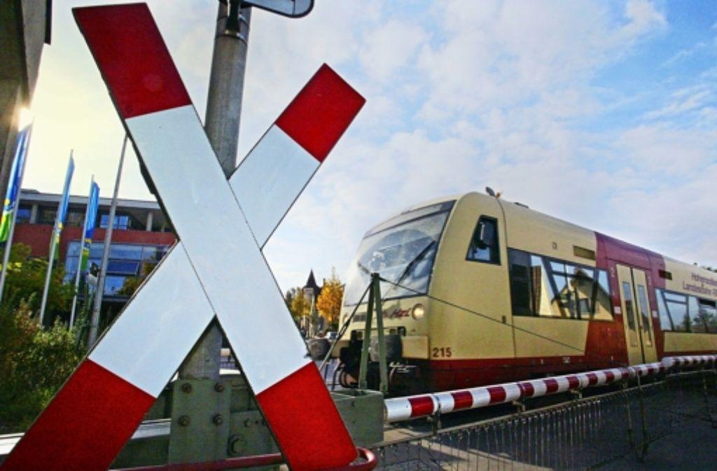 Problemfall Bahnübergang: Zwar müssen sie schon heute von den Gemeinden mitfinanziert werden, aber jetzt wird der Zuschuss geringer. Foto: dpa