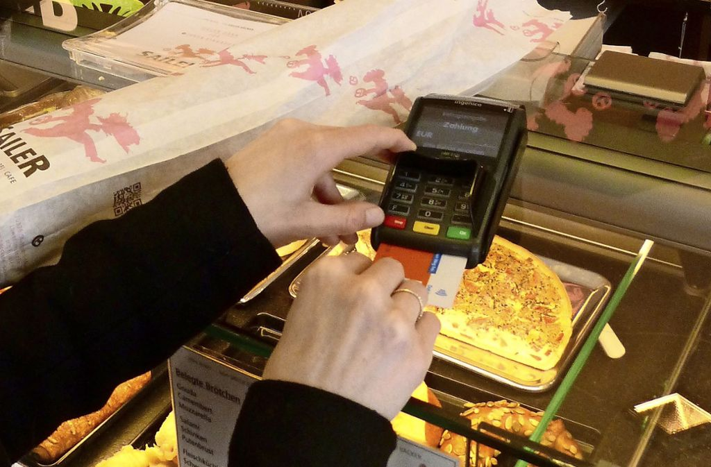 In den Filialen der Bäckerei Sailer kann mit EC-Karte bezahlt werden. Foto: