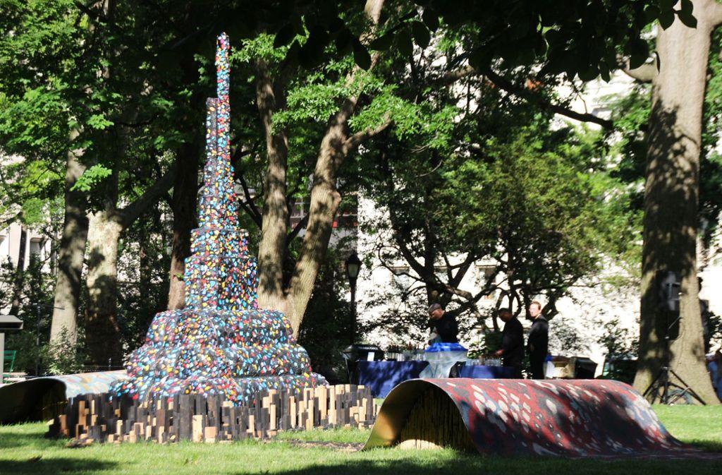 Wie eine Stadt auf einem fliegenden Teppich: Leonardo Drews Installation im Madison Square Park in New York Foto: dpa