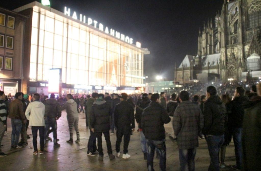 Am Kölner Hauptbahnhof herrschte rund um den Kölner Hauptbahnhof eine unübersichtliche Lage. Foto: dpa