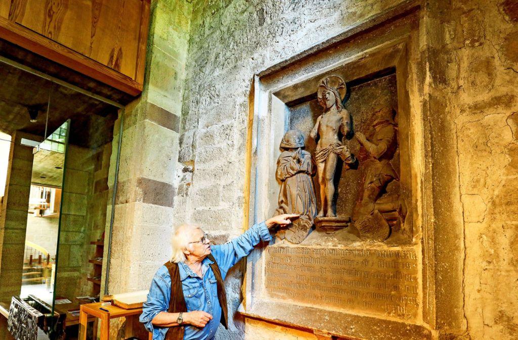 Klaus Philippscheck hat das Relief erforscht. Foto: factum/Weise