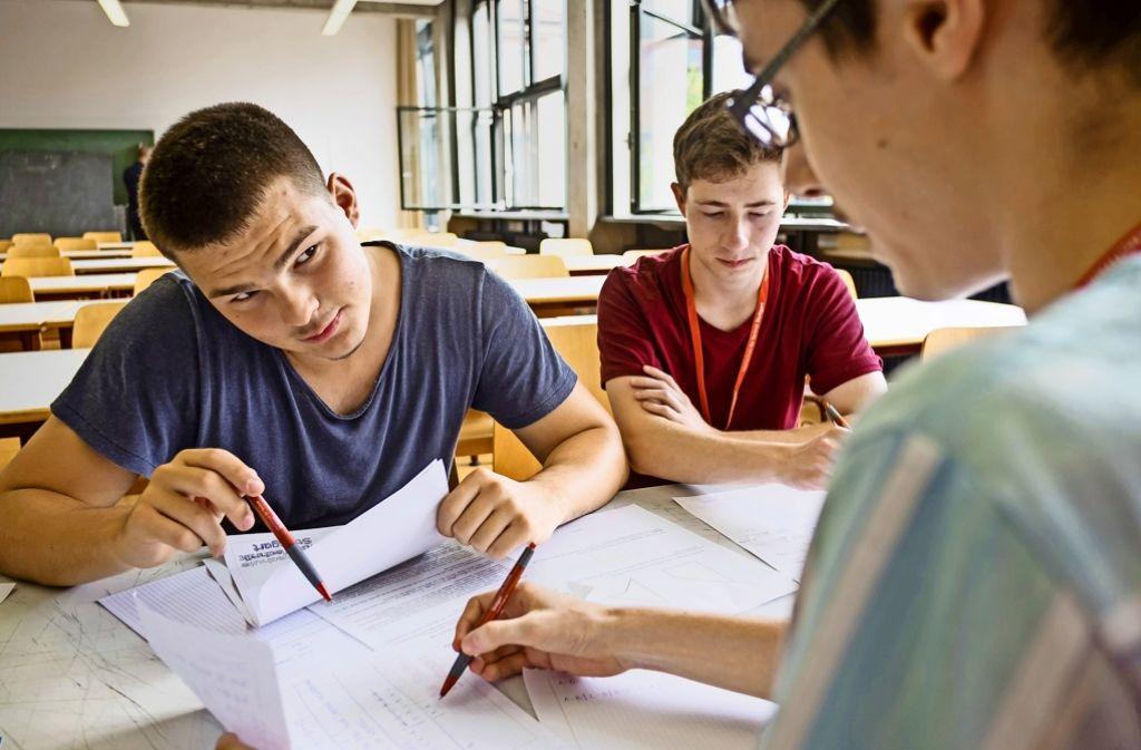 In Teams sind die Mathe-Talente angetreten, darunter  Rico Haas (von rechts), Fabio Wuensch und Johannes Kretz. Foto: Lichtgut/Kovalenko