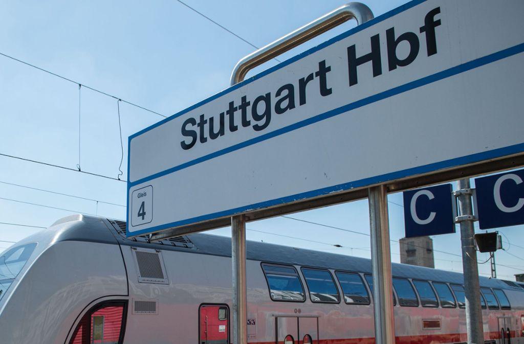 In zwei ICE ist es am Mittwoch zu zwei Diebstählen gekommen. Die Diebe scheinen vom Hauptbahnhof Stuttgart aus operiert zu haben. (Symbolfoto) Foto: dpa