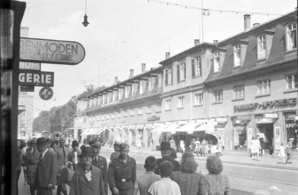 """Die Königstraße nahe des Stuttgarter Hauptbahnhofs – eines von rund 12000 Bildern, die wir in unserem Projekt """"Stuttgart 1942"""" veröffentlichen.Foto:Stadtarchiv Stuttgart Foto:"""