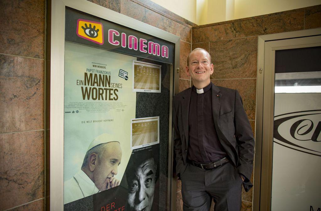 Stadtdekan Christian Hermes gibt dem Film über den Papst das Prädikat wertvoll. Foto: Lichtgut/Leif Piechowski