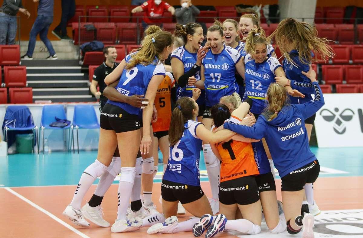 Gibt's für die Stuttgarter Volleyballerinnen auch an diesem Samstag in Dresden Grund zum Jubeln, dann ist die deutsche Meisterschaft perfekt. Foto: Baumann